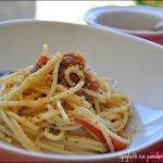 Spaghetti con pomodori, acciughe e mollica