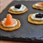 Mini bliny con salmone e caviale
