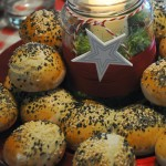Panini leggerissimi ai semi misti (e centrotavola di pane)