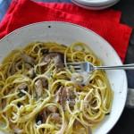 Spaghetti sgombro, cipolle e pecorino