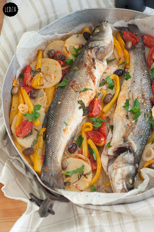 Pesce al forno con patate e verdure