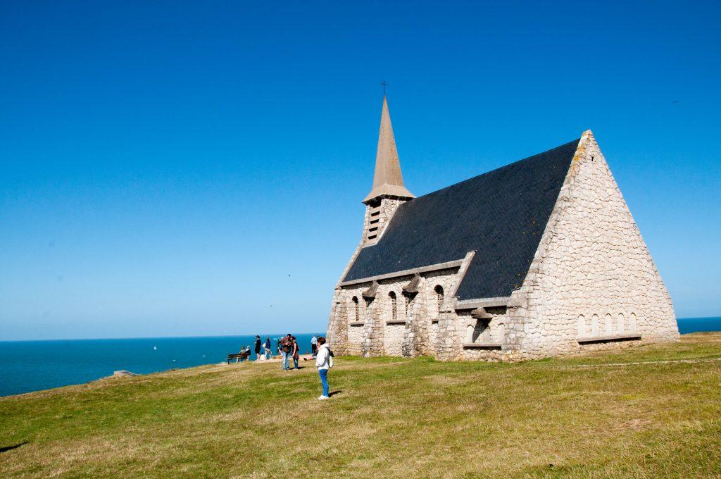 Etretat-cappella-Notre-Dame-de-la-garde-Normandia