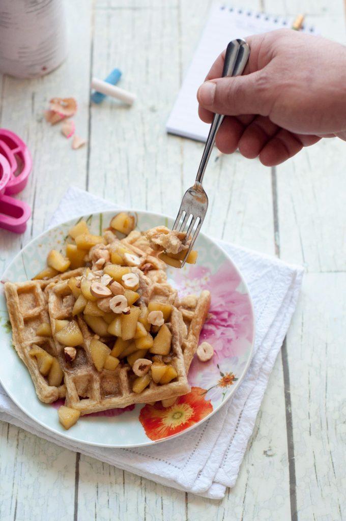 Waffle-con-mele-e-nocciole-0321