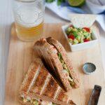 Sandwich con gamberi alla tequila e guacamole