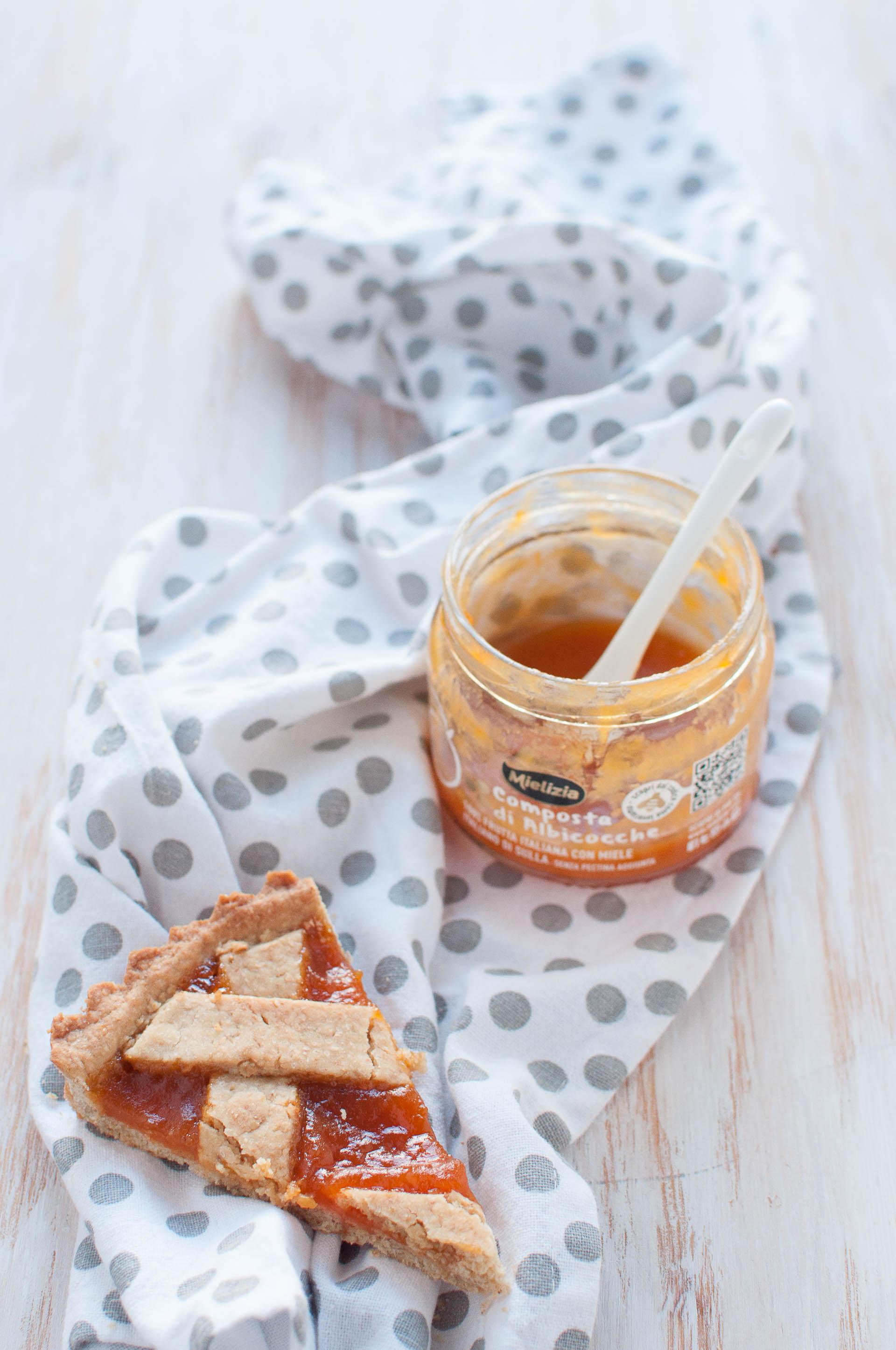 Crostata-integrale-alla-composta-di-albicocche-fetta
