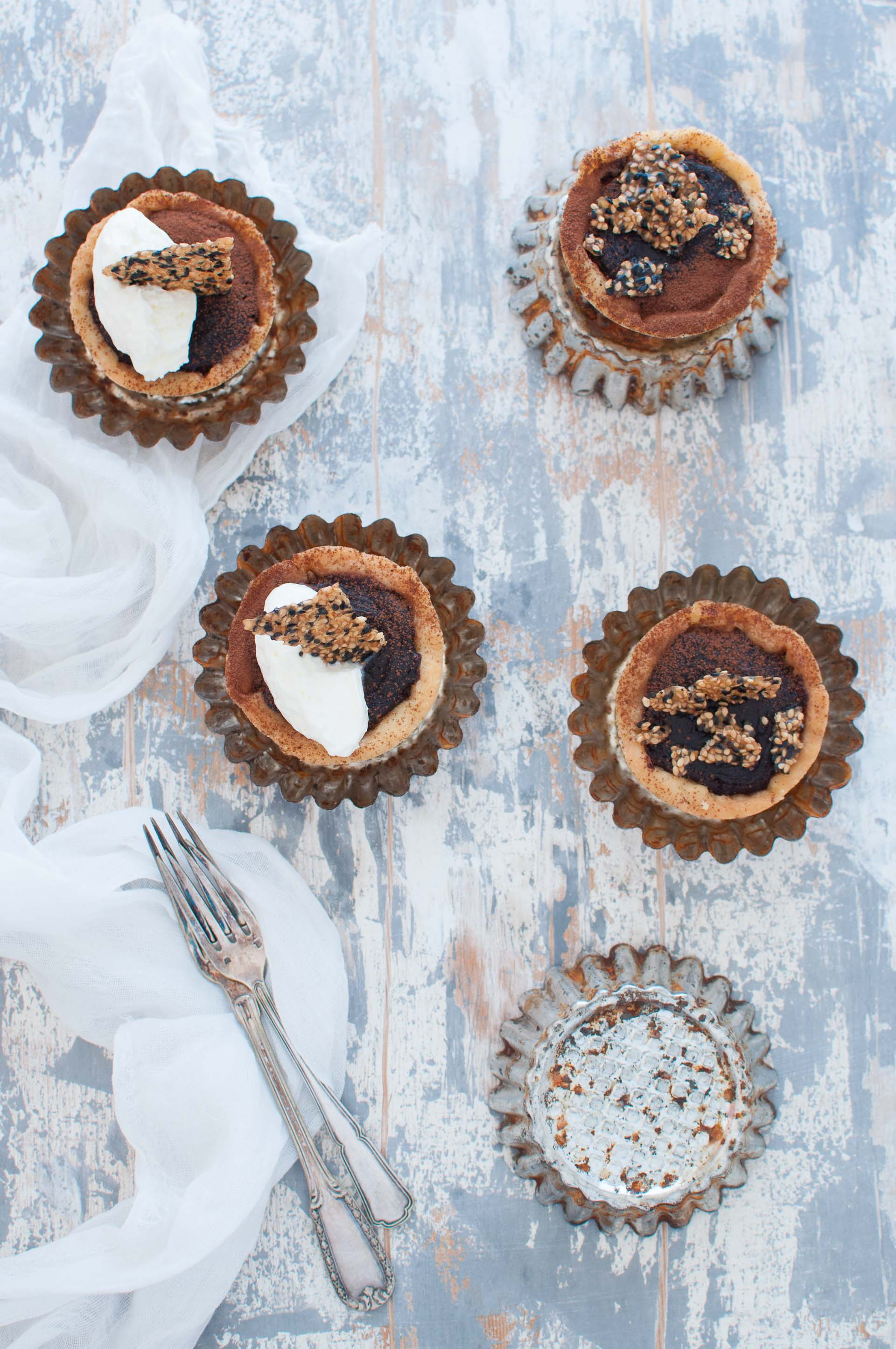Mini tart al cioccolato e tahini