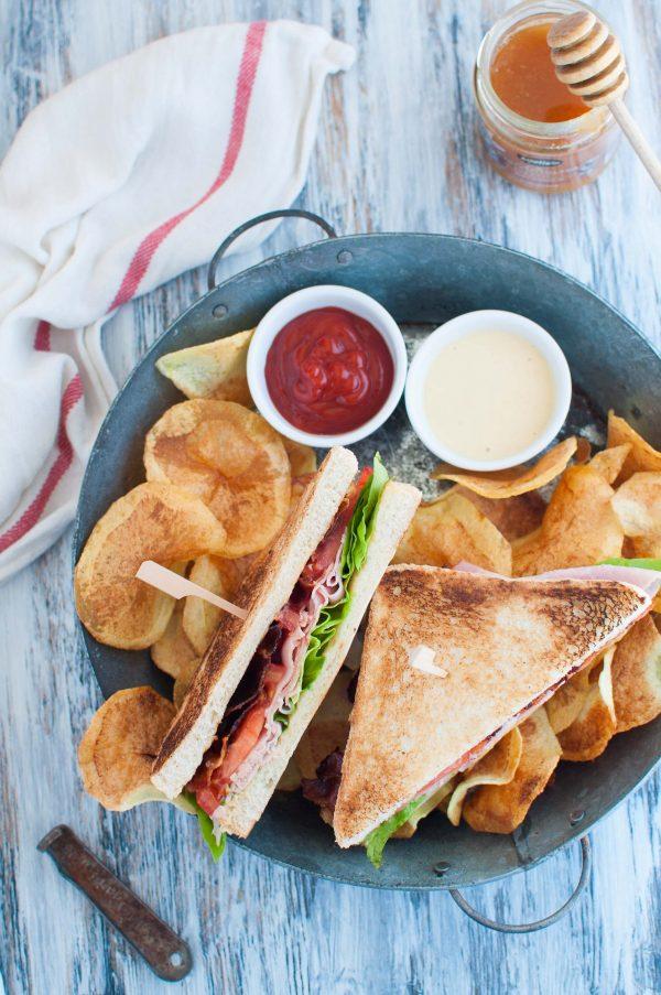 Club sandwich con bacon