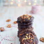 Cookies al cioccolato caramello salato e pretzel