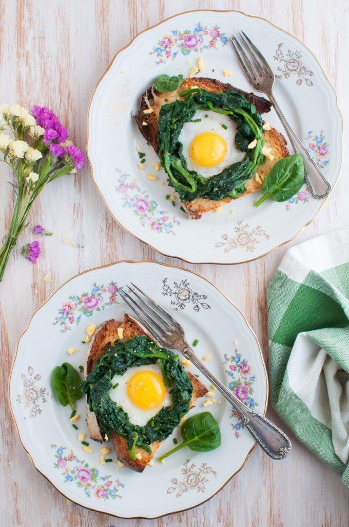 Spinaci al burro e uovo di quaglia