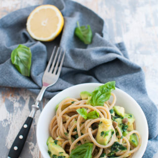 Spaghetti con avocado e limone