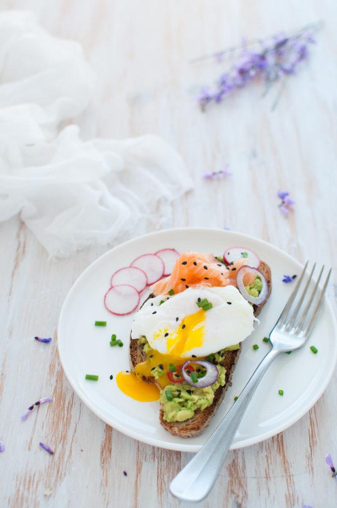 Avotast e uovo ricetta