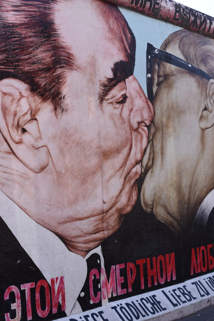 East Side Gallery Muro Berlino Bacio