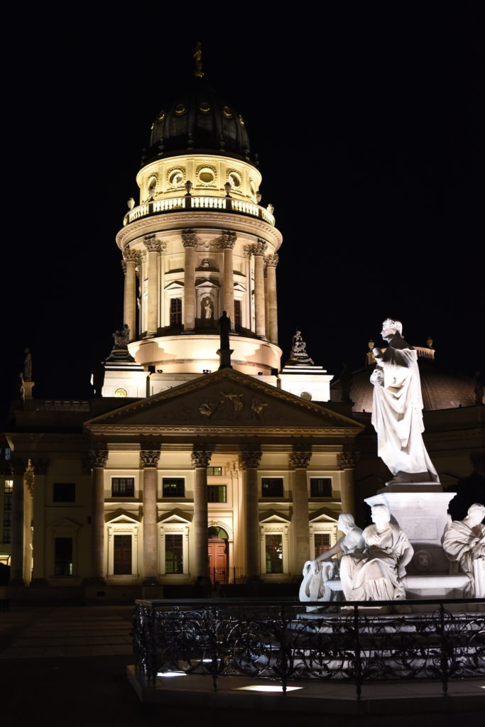 Gendarmenmarkt di notte Berlino