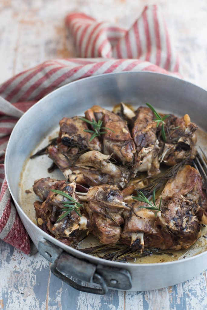 Agnello aglio e rosmarino in slow cooker