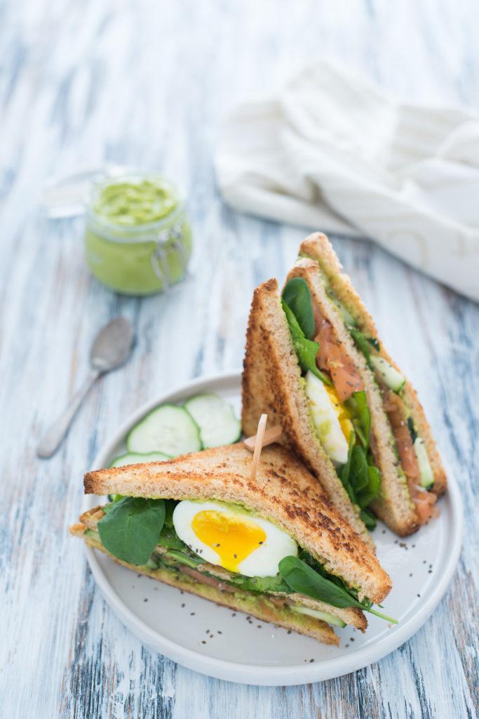 Club sandwich salmone e uovo