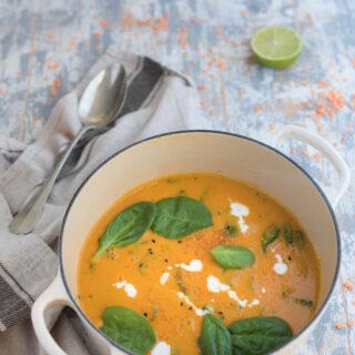 Zuppa di lenticchie rosse zucca e spinaci