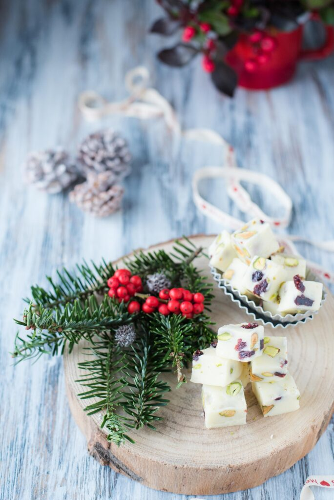 Fudge al cioccolato bianco pistacchi e cranberry