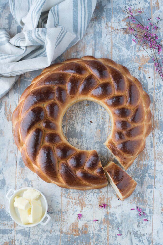 Colac pane rumeno delle feste
