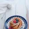Mini bundt cake integrali ai frutti di bosco